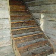 Renovering av flygel, uppförande av trappa